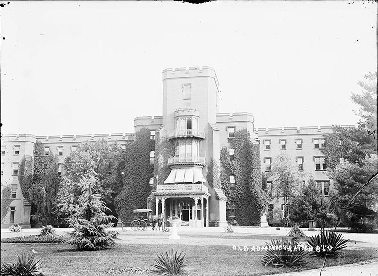 Asylum, 1900