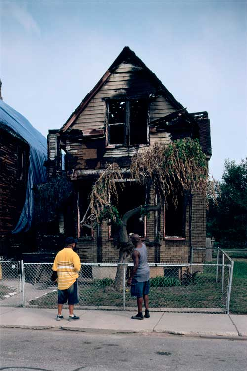 3497 Mack Avenue, Detroit, 2007. Photo © Camilo José Vergara.