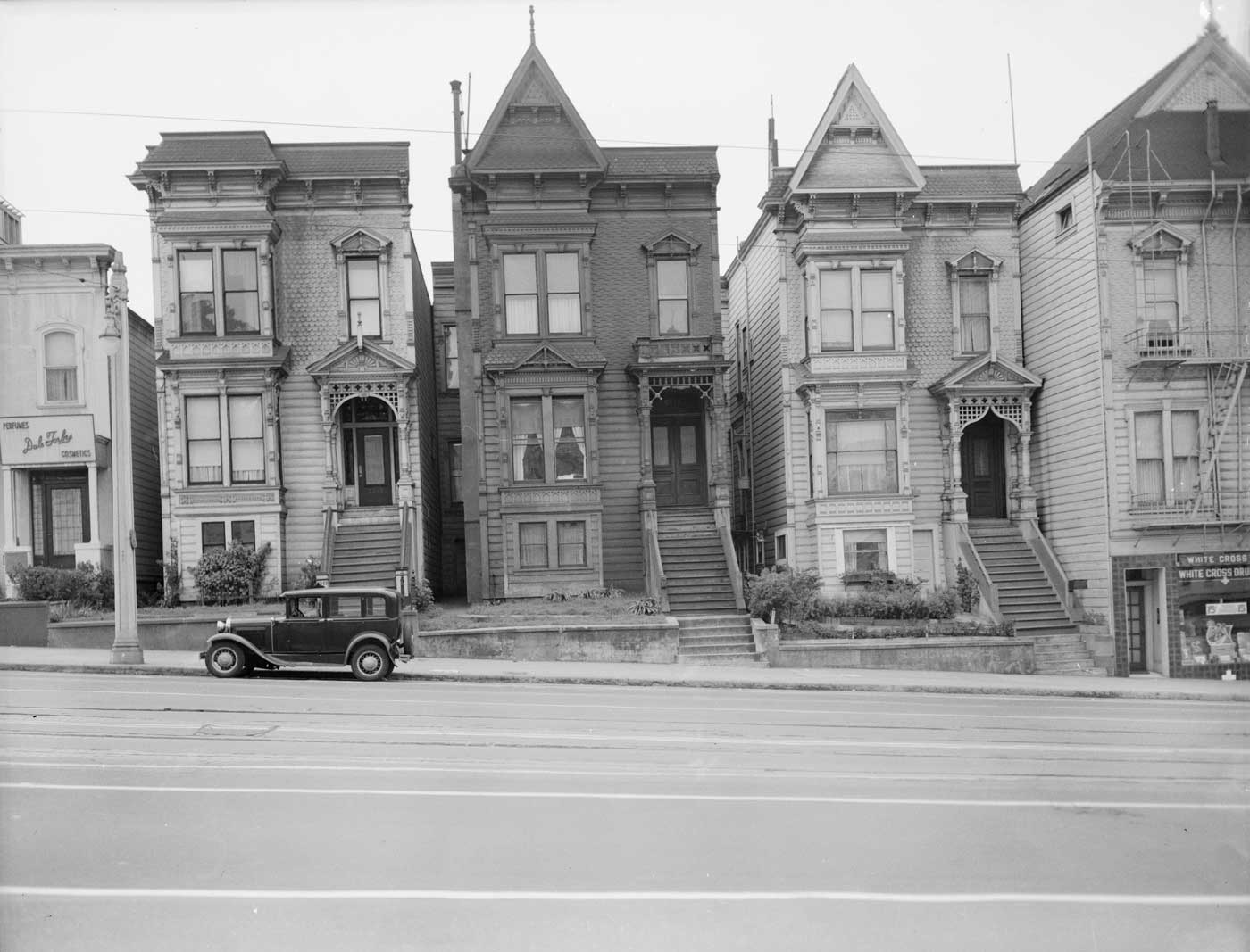 Van-Ness-Avenue-Houses.jpg