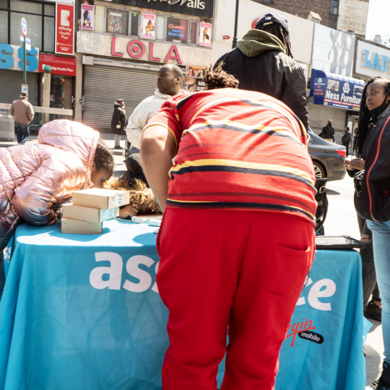 March 26, 2020: Selling Virgin Mobile services at East 149th Street and Third Avenue, Bronx, New York. © Camilo José Vergara