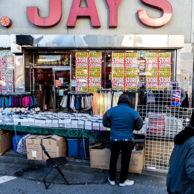 November 18, 2020: Dr. Jay's, 410 Westchester Avenue, Bronx, New York. © Camilo José Vergara