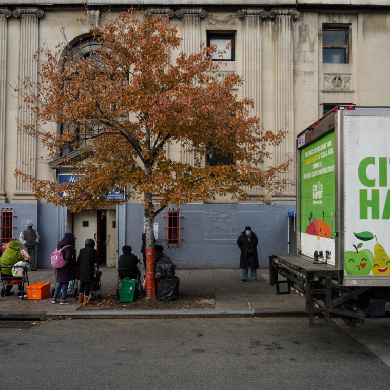 November 2, 2020: People waiting for the arrival of the City Harvest food truck. Community Services Food Program, East 147th Street at Willis Avenue, Bronx, New York. © Camilo José Vergara