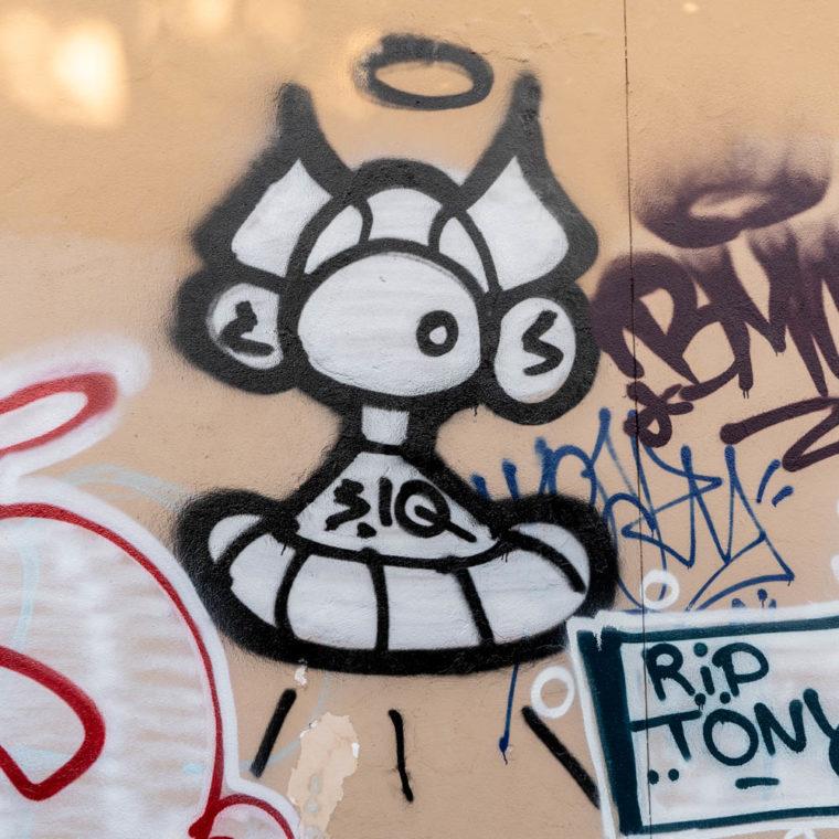 September 23, 2020: Masked figure with halo, Memorial to New York. Leland Avenue at Westchester Avenue, Bronx, New York. © Camilo José Vergara