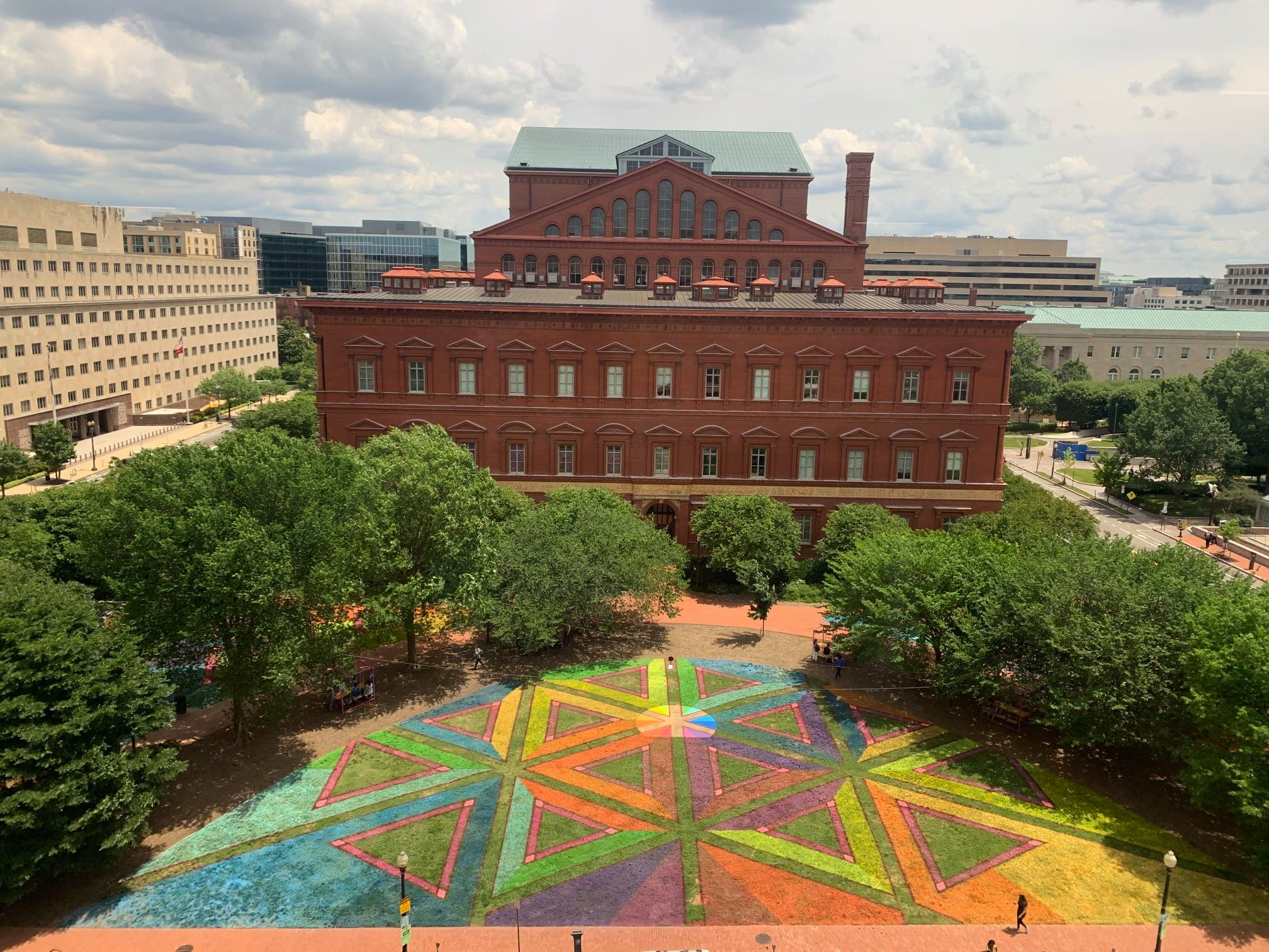 Equilateral Network on the Museum's West Lawn. Courtesy Lisa Marie Thalhammer.